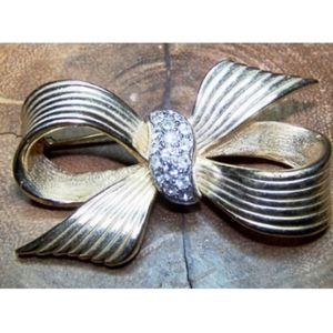 Gold Bow Brooch Clear Center Rhinestones U…